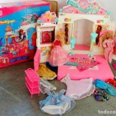 Barbie y Ken: BOUTIQUE BARBIE, MAS ROPA ,MAS MUÑECAS, MAS CATALOGO. VER IMAGENES. Lote 191289240