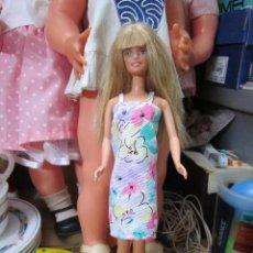 Barbie y Ken: VESTIDO ESTAMPADO ARTESANAL MUÑECA BARBIE Y SIMILARES. Lote 193392196