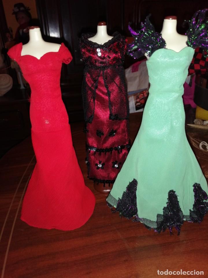 LOTE DE VESTIDOS DE BARBIE (Juguetes - Muñeca Extranjera Moderna - Barbie y Ken - Vestidos y Accesorios)
