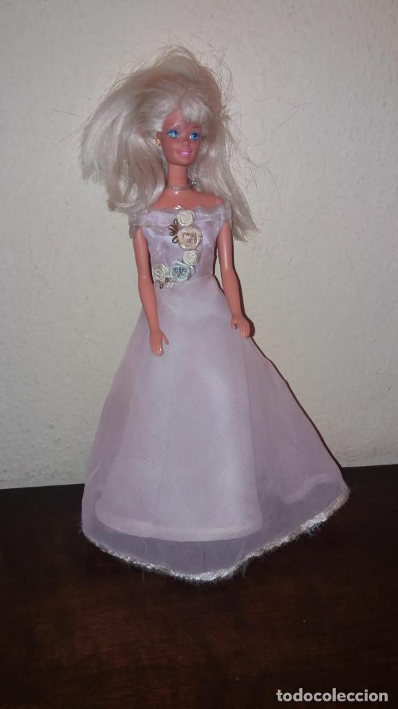 Barbie y Ken: Barbie - Vestido Austria (sin muñeca) - Colección vestidos del mundo Descubre el mundo RBA - Foto 2 - 194222285