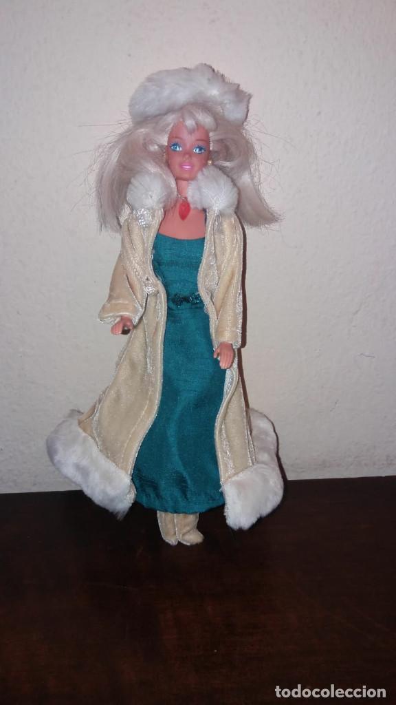 Barbie y Ken: Barbie - Vestido Rusia (sin muñeca) - Colección vestidos del mundo Descubre el mundo RBA - Foto 2 - 194222355