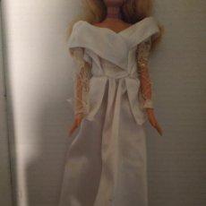 Barbie y Ken: VESTIDO BLANCO NOVIA BARBIE ( MUÑECA NO INCLUIDA ). Lote 194613861