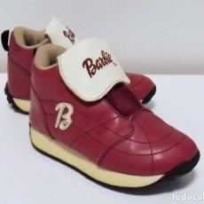Barbie y Ken: RARAS ZAPATILLAS DEPORTIVAS RETRO VINTAGE DE BARBIE™ EN TONOS GRANATES, BLANCOS Y BEIGES TALLA 28. Lote 194927518