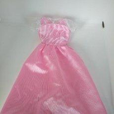Barbie y Ken: VESTIDO BARBIE CON ETIQUETA ROSA. Lote 195041758