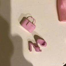 Barbie y Ken: SANDALIAS Y BOLSO CONJUNTO BARBIE ORIGINAL. Lote 195343238