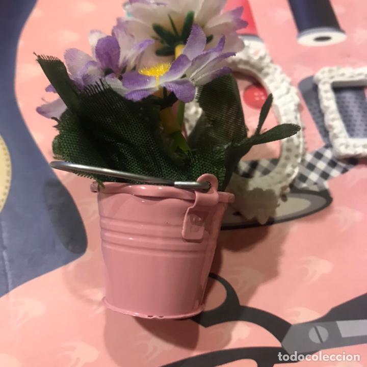 Barbie y Ken: Cubo metal con flores y 2 marcos escayola Barbie - Foto 2 - 195345376