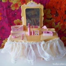 Barbie y Ken: TOCADOR BARBIE DESTELLOS-MATTEL-1985 ITALY. Lote 196318260