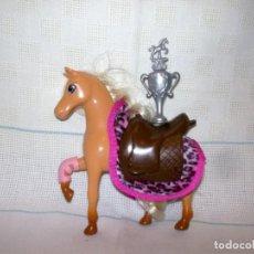 Barbie y Ken: LOTE CABALLO-SILLA-TROFEO-MANTA. Lote 196815775
