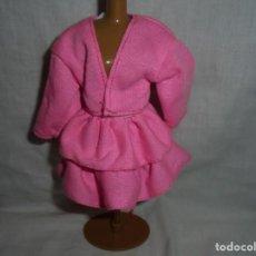 Barbie y Ken: BARBIE VESTIDO AÑOS 80 ETIQUETA BARBIE GENUINA . Lote 197865538