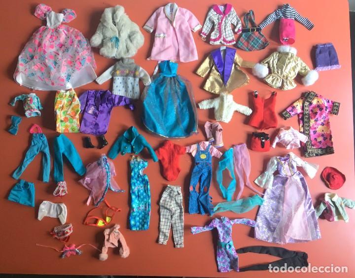 LOTE ROPA - VESTIDOS ACCESORIOS DE MUÑECA - MUCHO DE BARBIE - ¿NANCY? - VER FOTOS ADICIONALES (Juguetes - Muñeca Extranjera Moderna - Barbie y Ken - Vestidos y Accesorios)
