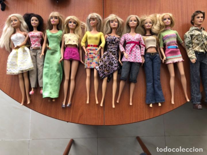 LOTE DE MUÑECAS BARBIE Y MUÑECO KEN (Juguetes - Muñeca Extranjera Moderna - Barbie y Ken - Vestidos y Accesorios)