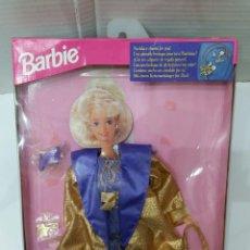 Barbie y Ken: BARBIE VESTIDO MODA FIESTA. ELEGANTE. NUEVO EN CAJA. MATTEL. 1994. REF 12177. INCLUYE COLGANTE.PARTY. Lote 202868191
