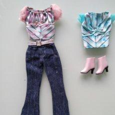 Barbie y Ken: CONJUNTO BARBIE POSH PETS Y TOP Y BOTAS POSH PETS TERESA. Lote 204253120