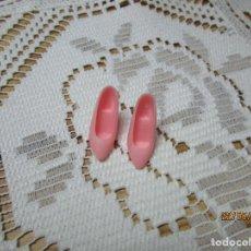 Barbie y Ken: BONITOS ZAPATOS DE TACON COLOR ROSA MUÑECA BARBIE. Lote 205535296