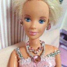 Barbie e Ken: BARBIE O BLYTHE. MINIATURAS 1:6. COLLAR . ROSA CUSTOM. Lote 206836320