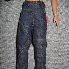 Barbie y Ken: ROPA PANTALON HOLGADO DE MUÑECO KEN MUÑECA BARBIE. Lote 207277290