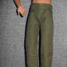Barbie y Ken: ROPA PANTALON VERDE DE MUÑECO KEN MUÑECA BARBIE. Lote 207277426