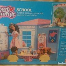Barbie y Ken: FAMILIA CORAZÓN COLEGIO HEART FAMILY SCHOOL. Lote 207834315