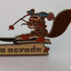 Barbie y Ken: PIN - IMPERDIBLE CON AGUJA , SKI , SIERRA NEVADA , ESTACION DE ESQUI , ARDILLA. Lote 211421021