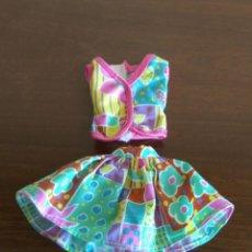 Barbie y Ken: DOS PIEZAS TOP+FALDA PARA LA MUÑECA BARBIE. Lote 211515337