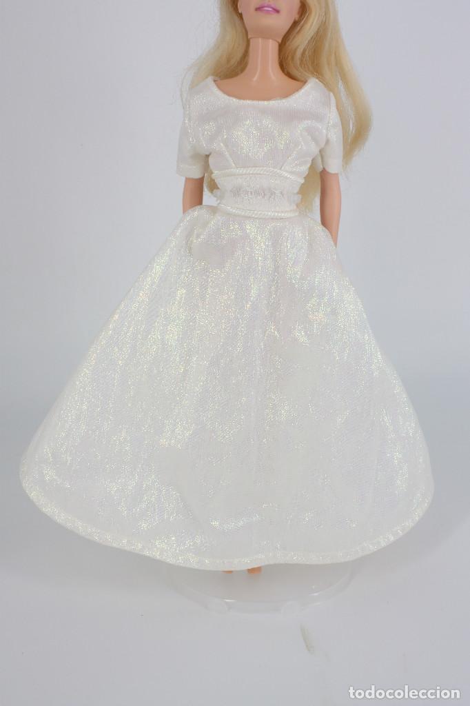 VESTIDO BLANCO NACARADO ESTILO NOVIA SIN MARCA VÁLIDO PARA BARBIE O SIMILAR (Juguetes - Muñeca Extranjera Moderna - Barbie y Ken - Vestidos y Accesorios)