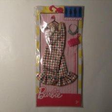 Barbie y Ken: VESTIDO SIN MANGAS 1 VOLANTE BOLSO ROSA COLLAR BARBIE MATTEL 2016 EN BLISTER SIN ABRIR. Lote 219546493