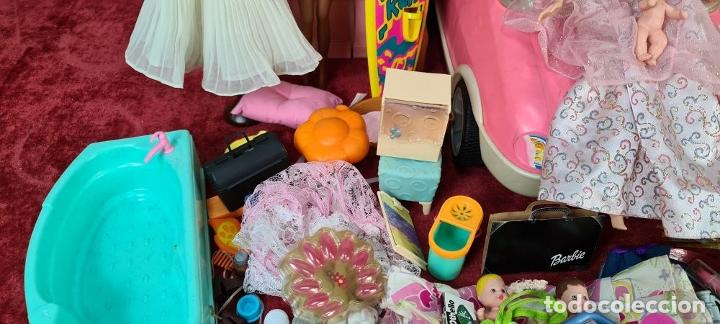 Barbie y Ken: COLECCION DE BARBIE. 6 MUÑECAS Y KENT. INFINIDAD DE ACCESORIOS. MATTEL. AÑOS 90. - Foto 6 - 221074396