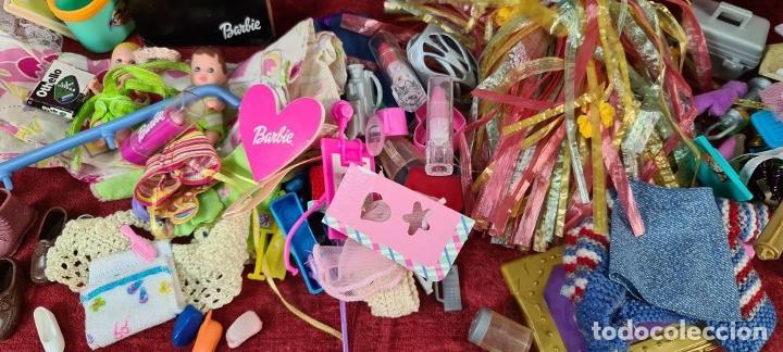 Barbie y Ken: COLECCION DE BARBIE. 6 MUÑECAS Y KENT. INFINIDAD DE ACCESORIOS. MATTEL. AÑOS 90. - Foto 27 - 221074396