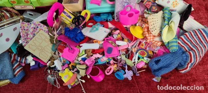 Barbie y Ken: COLECCION DE BARBIE. 6 MUÑECAS Y KENT. INFINIDAD DE ACCESORIOS. MATTEL. AÑOS 90. - Foto 29 - 221074396