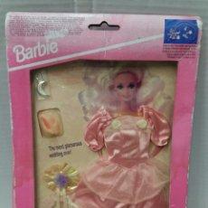 Barbie y Ken: BARBIE VESTIDO COLECCIÓN SUEÑOS DE NOVIA. ROSA. NUEVO. MATTEL. INCLUYE UN COLGANTE. REF 68364. 1994.. Lote 221501745