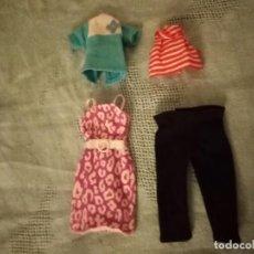 Barbie y Ken: LOTE DE 4 PRENDAS PARA BARBIE. Lote 221817646