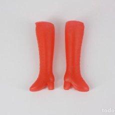 Barbie y Ken: BOTAS ALTAS COLOR ROJO SIN MARCA VÁLIDAS PARA BARBIE O SIMILAR. Lote 221844298