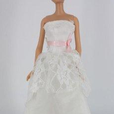 Barbie y Ken: VESTIDO BLANCO ESTILO NOVIA SIN MARCA VÁLIDO PARA BARBIE O SIMILAR. Lote 221844545