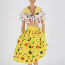 Barbie y Ken: CONJUNTO TOP Y FALDA ESTAMPADO MARÍTIMO SIN MARCA VÁLIDO PARA BARBIE O SIMILAR. Lote 221844742