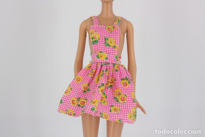 VESTIDO ROSA ESTAMPADO DE FLORES SIN MARCA VÁLIDO PARA MUÑECA BARBIE O SIMILAR (Juguetes - Muñeca Extranjera Moderna - Barbie y Ken - Vestidos y Accesorios)