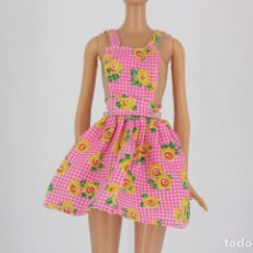 Barbie y Ken: VESTIDO ROSA ESTAMPADO DE FLORES SIN MARCA VÁLIDO PARA MUÑECA BARBIE O SIMILAR. Lote 222088905