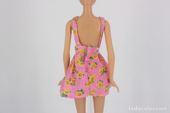 Barbie y Ken: Vestido rosa estampado de flores sin marca válido para muñeca Barbie o similar - Foto 2 - 222088905