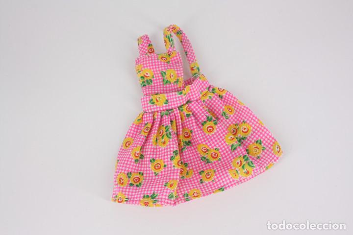 Barbie y Ken: Vestido rosa estampado de flores sin marca válido para muñeca Barbie o similar - Foto 3 - 222088905