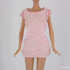 Barbie y Ken: VESTIDO COLOR ROSA PALO SIN MARCA VÁLIDO PARA MUÑECA BARBIE O SIMILAR. Lote 222089065