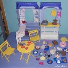 Barbie y Ken: CAFE CON ACCESORIOS DE LA MUÑECA BARBIE ORIGINAL DE MATTEL. Lote 222107112
