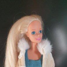 Barbie y Ken: BARBIE AÑOS 80 CON ABRIGO. Lote 228150165