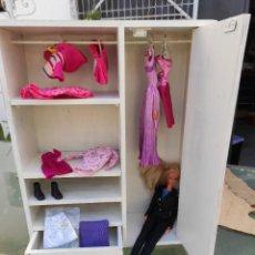 Barbie y Ken: ARMARIO DE ROPA DE MUÑECAS. Lote 230764760