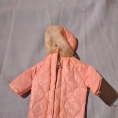 Barbie et Ken: ANTIGUO ABRIGO POLAR DE BARBIE,AÑOS 60.. Lote 234136440