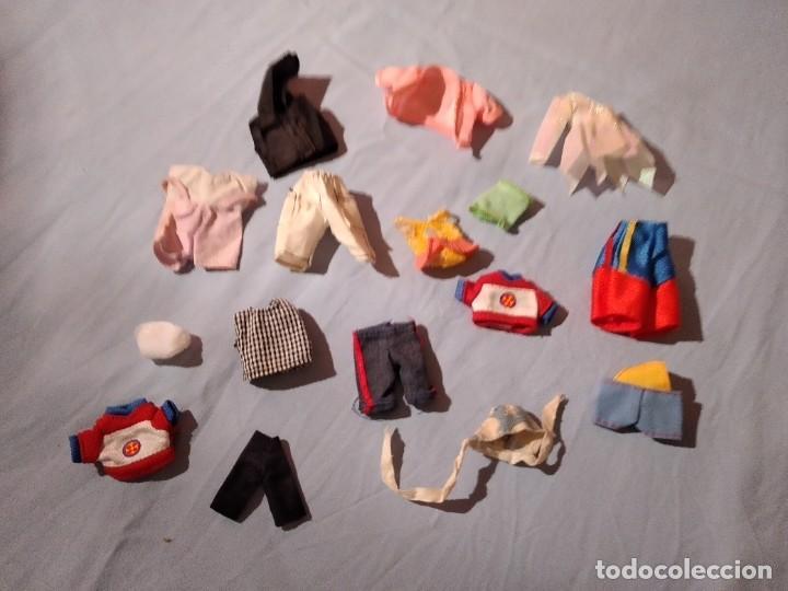 LOTE DE ROPA DEL BEBE DE BARBIE. (Juguetes - Muñeca Extranjera Moderna - Barbie y Ken - Vestidos y Accesorios)