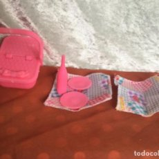 Barbie y Ken: MUÑECA BARBIE CESTA PICNIC Y ACCESORIOS VINTAGE. Lote 236106360