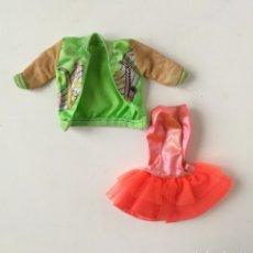 Barbie y Ken: BARBIE ROPA SENSATIONS ROCKIN BELINDA VESTIDO NARANJA CHAQUETA VERDE 1987 AÑOS 80 NEGRITA. Lote 236345050