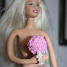 Barbie y Ken: RAMO DE NOVIA PARA MUÑECA BARBIE ORIGINAL DE MATTEL. Lote 239927520