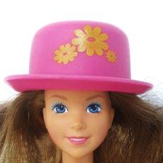 Barbie y Ken: SOMBRERO CON CABELLO MAGIC HAIR CHANGE DE BARBIE, 1993 MATTEL. Lote 245599885