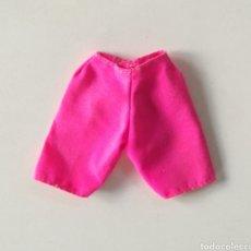 Barbie y Ken: BARBIE PANTALÓN CORTO ROSA FUCSIA AÑOS 90. Lote 246612920