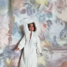 Barbie y Ken: PRECIOSO CONJUNTO DE ABRIGO O ANORAK Y ZAPATOS PARA BARBIE O MUÑECA SIMILAR. Lote 251653230